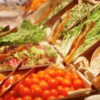 ヨーロピアンマーケットをイメージしたサラダバーが大人気!