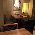 麺Dining セロリの花 - 綺麗なテーブル。