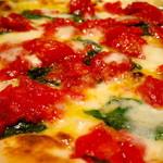 PIZZA SALVATORE CUOMO - たっぷりのチェリートマトとモッツァレラのコクがめっちゃ美味しい♪