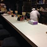 丸一食堂 - カウンターのみの店内