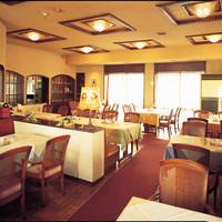 2階グリルは洋食のランチ・ディナーが楽しめる落ち着いた空間