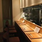 吉い - 清潔なカウンター席 (2014/12)