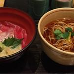 稲田屋 - 本日の日替わりランチは鮪と鯛の二色丼セット