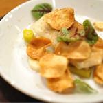 アノニム - カイエット パリパリの菊芋のチップスが周りに