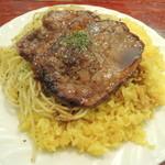 タベルナ・ラ・グロッタ - 牛肉の薄切りステーキバターライススパゲティ添え