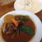 スープカレー カムイ - 牛すじと大根の味噌煮込みカレー