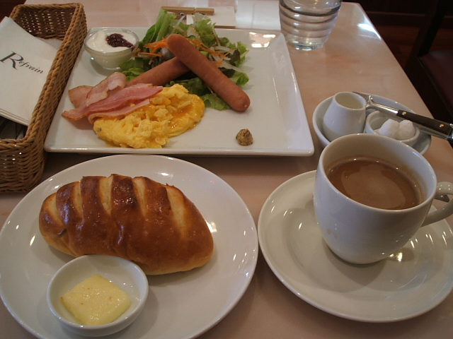 Bakery Cafe Refrain �]���{�X