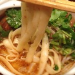 刀削麺荘 唐家 - 全部入り麻辣刀削麺:刀削麺リフト