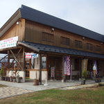 千曲川 - 見かけは道の駅の軽食店だけど