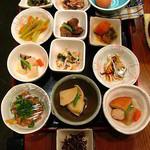家庭料理穂光 - ランチ定食小鉢2品自由選択。他にも数種類あり。