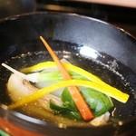 祇園もりわき - お椀★3.8 グジとなんとか大根と今日ニンジンに柚。ここ2週間でいただいた4つのお椀のうち、一番口にあいました。