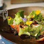 NARISAWA - 五味 菜園の香り 野菜の下にはラングスティーヌ