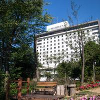 ザ・ガーデンテラス - 迎賓館ホテルとして創業40年を迎えました。天気の良い日には高台から岡山市街地を眺めながら当店自慢のフランス料理をどうぞ。