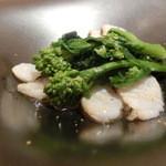 レストラン ラ フィネス - 薄めに切って軽く火を通した鮃と菜花
