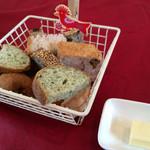 taverna Albero - 食べ放題のパン