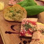 お肉とワイン 関内ビストロ ZIP - フォアグラとパテの盛り合わせ