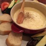 お肉とワイン 関内ビストロ ZIP - このお店名物のフランス田舎料理アリゴ