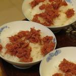 肉の伊勢屋 - ご飯の上に乗せて食べると美味しいっ!