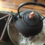 古民家食堂もちづき - 火鉢に鉄瓶