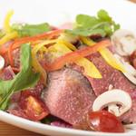 ロペ・ナチューレ - お肉好きにはたまらないボリューム感『ローストビーフサラダ』