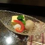 33740046 - お通し:玉子豆腐・海老・里芋の煮物