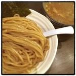 麺や ポツリ - いい麺の色だ。特製つけ麺