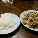 新華苑 - 料理写真:野菜炒めとライス210円