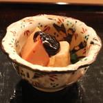 赤坂 津やま - 先付 (鮟肝の赤味噌のせ)