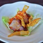 ストリングスホテル東京インターコンチネンタル - 五香粉香るチャーシューのサラダ、豆板醤と共に。合わせるレタスが少な過ぎでした^_^;
