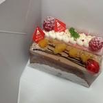 acolt - 訳あって箱のまま。   あんずのチョコケーキと フランボワーズ