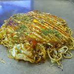 お好み焼ひろしま   - 料理写真:肉玉そば(ソース少なめ)(2014年10月19日)