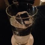 Bar Hitomi - ビーフィーター水割り