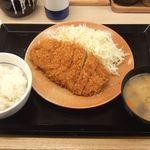 かつや - ロースカツ定食 745円