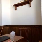 からあげ食堂 黒べえ - テーブル席