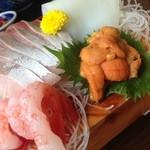 亀島亭 - 相方さんはウニが大好きなので、お願いして乗っけてもらいました。