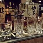 33831036 - カガミクリスタルのショットグラスで、伊達と博多の熱燗を飲みくらべ