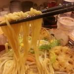 特製ラーメン武蔵丸 - 麺は中太ストレートでした