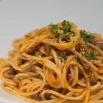 """ドンナゴロージ - 4-1)香味野菜と赤ワイン、トマトでじっくり煮込んだこだわりのミートソース""""スパゲッティ"""""""