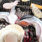 磯貝めんちゃんこのかきごや - 大きな鮭かま。