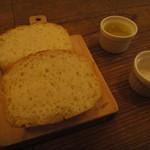 スタンディングワインバー アワ - 自家製パン
