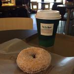 カフェ デュ モンド - ブレンドコーヒーとミスドのバタークランチ