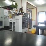 堀添食堂 - 座敷席から入口を見たところ