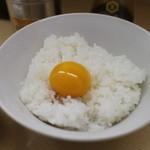 煮干鰮らーめん 圓 - 名古屋コーチン卵かけ御飯