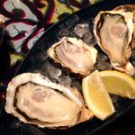 Oyster Bar MABUI - 生牡蠣 3種盛り