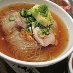 南大門 - 冷麺はこんな感じ