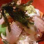 漁屋 - 大漁盛海鮮丼アップ