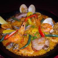 【お米料理】ミックスパエリア:海の幸とジューシーチキン<2人前:ディナー時のみ>