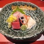 京懐石 美濃吉 - 向付: 本日のお造り (鯛/マグロ/湯葉)