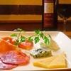 オステリア・アニマート - 料理写真:イタリア産 ハムやサラミ、チーズの盛り合わせ