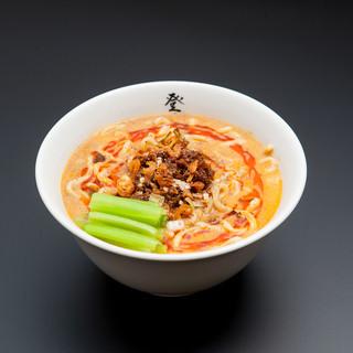 登竜門 - 料理写真:濃厚担担麺 880円 自家製の極太麺に濃厚スープが絡み絶品! 自家製ラー油と花山椒が食欲をそそります